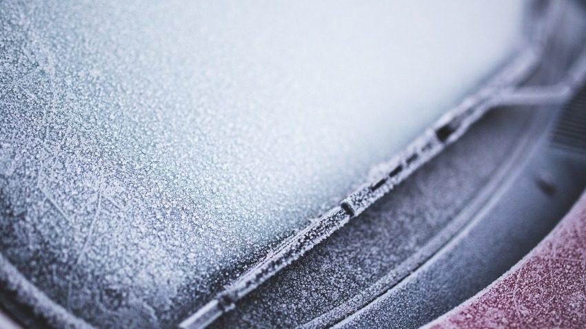 vetri auto ghiacciati